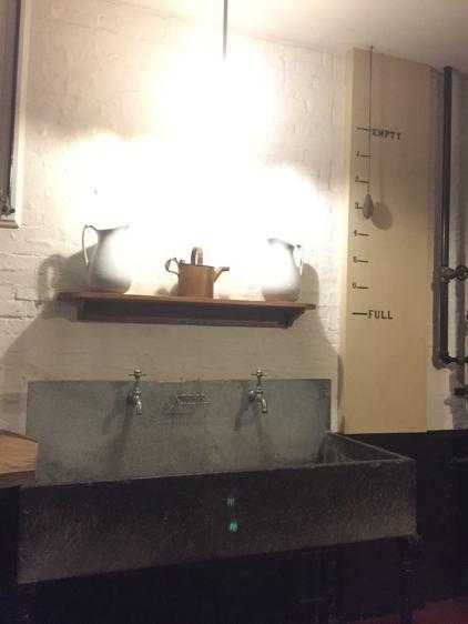 Sink with water gauge